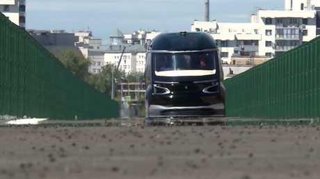 شاهد بالفيديو.. شركة كاماز تطرح حافلة كهربائية ذاتية القيادة