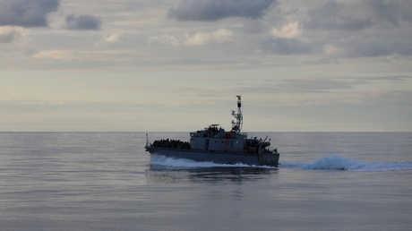 قارب تابع لخفر السواحل الليبي
