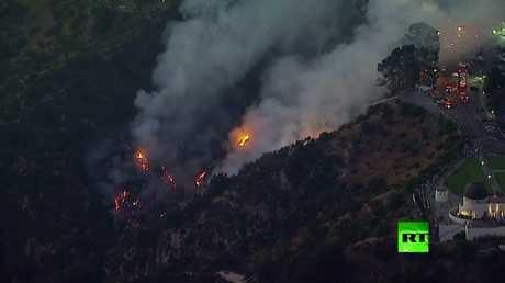 اندلاع حريق بالقرب من معلم هوليوود