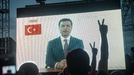 الرئيس السابق لحزب الشعوب الديمقراطي ومرشحه للانتخابات الرئاسية التركية صلاح دميرتاش