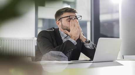 دراسة: الإجهاد في العمل قد يفقدك بصرك!