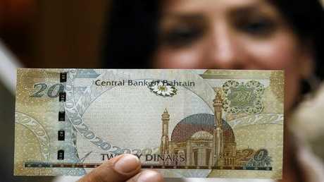 الدينار البحريني يهوي إلى أدنى مستوى في 17 عاما