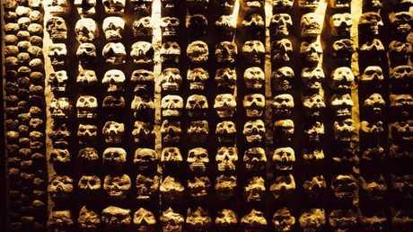 """حقائق مرعبة عن """"برج الجماجم"""" في المكسيك"""