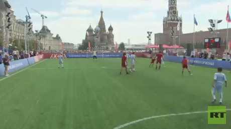 بوتين يحضر دورة كروية بالساحة الحمراء