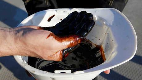 النفط يهبط وسط مخاوف من الخلافات التجارية