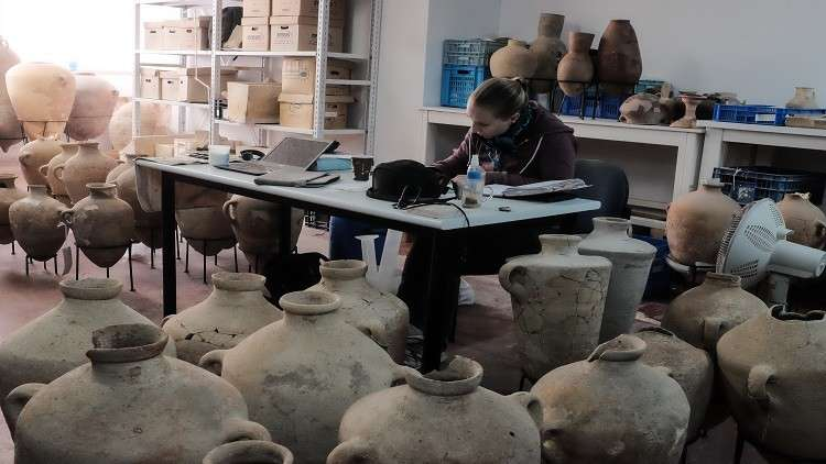 إسرائيل: العثور على جرار وقوارير عمرها 2000 سنة