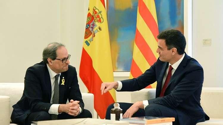 أول لقاء بين رئيس الوزراء الإسباني بيدرو سانتشيز ورئيس حكومة إقليم كتالونيا كيم تورا في مدريد