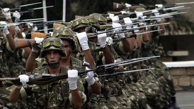 ألفا عسكريّ جزائري في عملية أمنية على الحدود التونسية