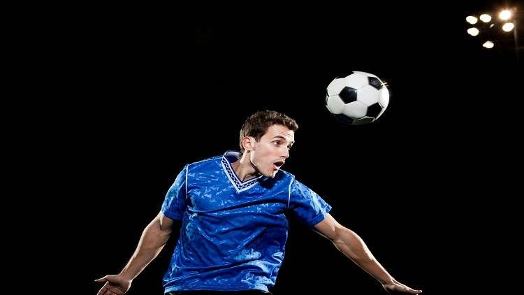 خطر يهدد أدمغة لاعبي كرة القدم!