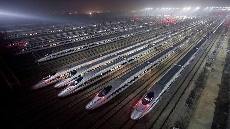 ظهور مفاجئ لقطار سكك حديد مصر داخل مترو الأنفاق (صورة)