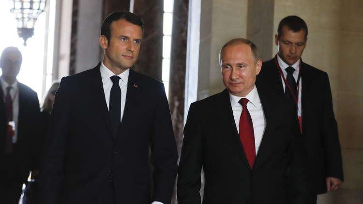 بوتين يهنئ ماكرون بعيد الوطني لفرنسا