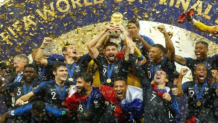 بطل العالم جيرو يسخر من المنتخب الإنجليزي
