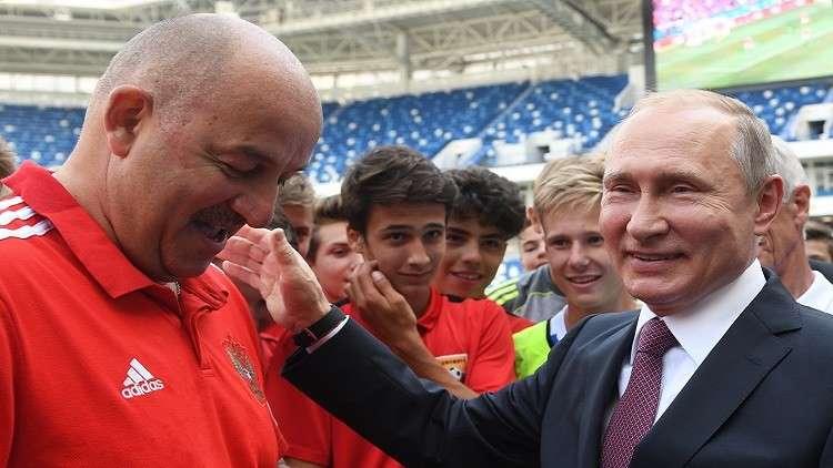 بوتين يزور ملعب كالينينغراد المونديالي (فيديو)
