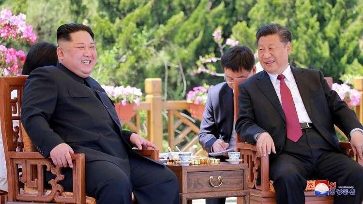 الرئيس الصيني ينحني 3 مرات أمام ضريح ماو تسي تونغ