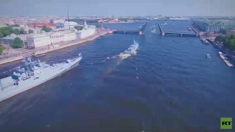 روسيا تحتفل بعيد القوات البحرية