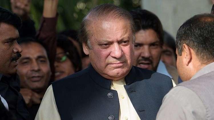 باكستان.. نقل رئيس الوزراء السابق من السجن إلى المشفى