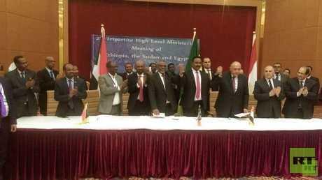 ممثلو مصر والسودان وإثيوبيا يوقعون علي وثيقة مخرجات الاجتماع التساعي الوزاري - أرشيف -