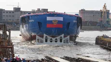 """نزول كاسحة الجليد """"سيبيريا""""، أرشيف"""