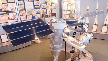 القمر الاصطناعي