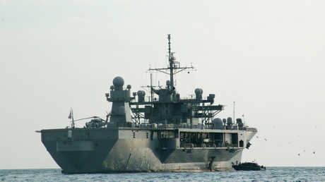 سفينة القيادة USS Mount Whitney التابعة لأسطول الولايات المتحدة السادس