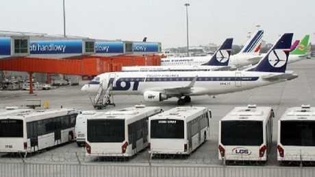 مطار وارسو (أرشيف)