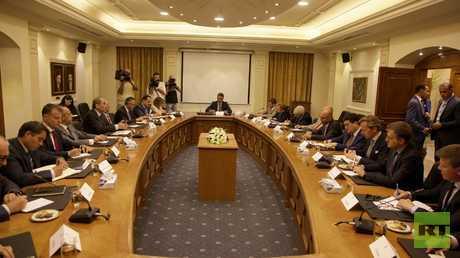 وزير الخارجية الأردني أيمن الصفدي خلال لقائه سفراء الاتحاد الأوروبي