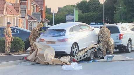 الخبراء العسكريون البريطانيون يبعدون سيارة قد تكون تحمل آثار مادة