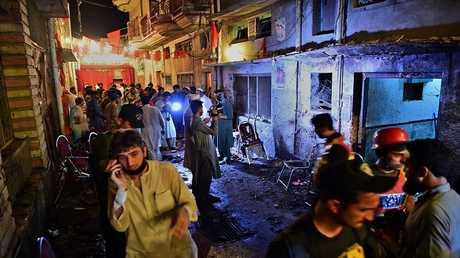 آثار التفجير في مدينة بيشاور الباكستانية