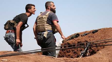 مقاتلان من المعارضة السورية عربي درعا