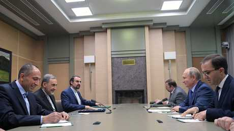 الرئيس الروسي فلاديمير بوتين ومستشار المرشد الأعلى الإيراني علي أكبر ولايتي