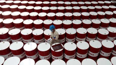 """الطاقة الدولية تحذر من """"خطر"""" على معروض النفط"""