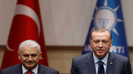 الرئيس التركي رجب طيب أردوغان ورئيس الوزراء بن علي يلدريم