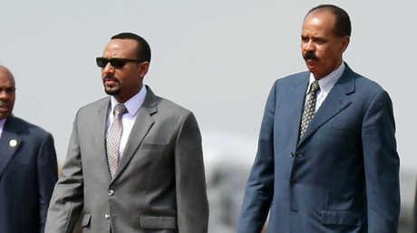 الرئيس الإريتري، إيسايس أفورقي، ورئيس وزراء إثيوبيا، آبي أحمد