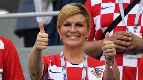 الرئيسة الكرواتية تهدي بوتين قميص منتخبها