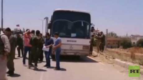 خروج دفعة أولى من مسلحي درعا البلد لإدلب