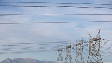 العبادي يوعز لوزير الكهرباء والتخطيط للتوجه إلى السعودية