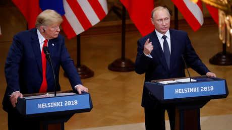 الرئيس الروسي، فلاديمير بوتين، خلال مؤتمر صحفي مشترك مع نظيره الأمريكي، دونالد ترامب، عقب قمتهما في هلسنكي (16 يوليو 2018)