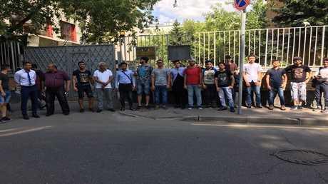 اعتصام مفتوح لطلاب يمنيين أمام السفارة اليمنية في موسكو
