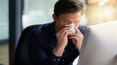 العلم يفسر سبب سرعة شفاء الرجال من الأنفلونزا