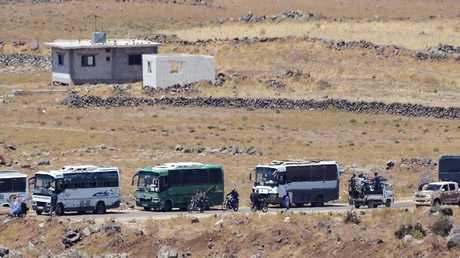 حافلات تقل المسلحين وعوائلهم من ريف القنيطرة
