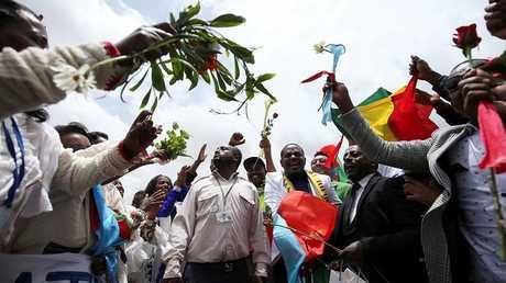 استقبال حافل لأول طائرة إثيوبية تحط في مطار أسمرة