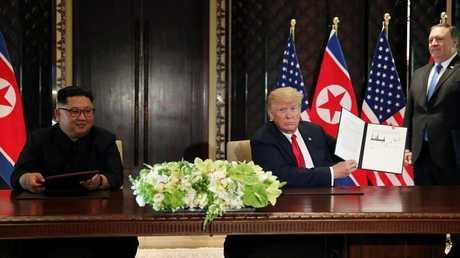 الرئيس الأمريكي دونالد ترامب والزعيم الكوري الشمالي كيم جونغ أون - 12 يونيو 2018 -