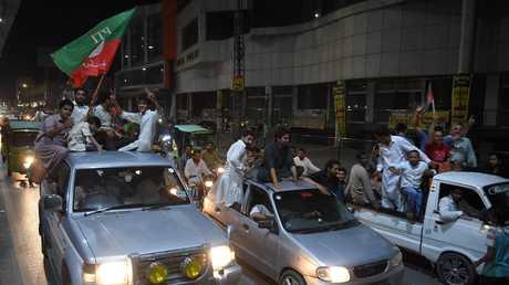 مؤيدو عمران خان يحتفلون بفوزه في الانتخابات