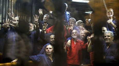 أعضاء في جماعة الإخوان المسلمين المحظورة في سجن مصري