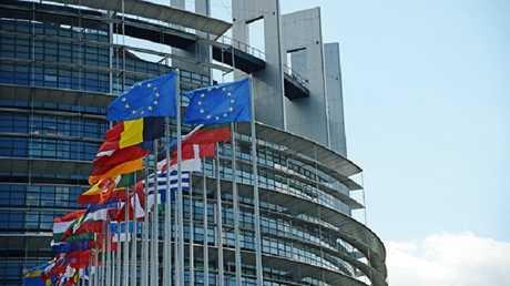 الرهاب من روسيا يدفع ليبرالي البرلمان الأوروبي للمطالبة بمدع خاص لحماية القارة العجوز