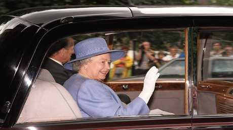 إليزابيث الثانية تبيع سيارة نادرة في مزاد علني