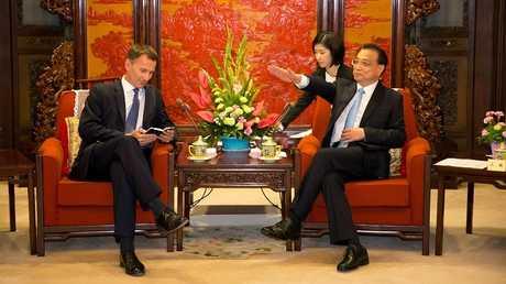 رئيس الوزراء الصيني لي كيكيانغ ووزير الخارجية البريطاني جيريمي هانت