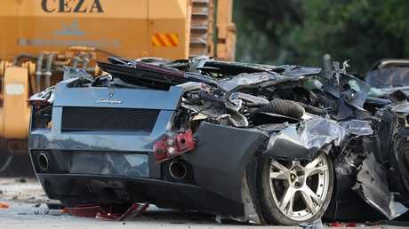 بالفيديو.. رئيس الفلبين يشهد بنفسه تدمير أكثر من 70 سيارة فارهة مهربة