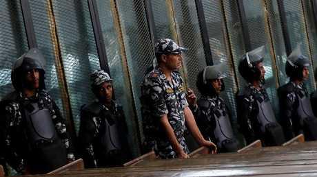 عناصر شرطة مصرية بقاعة إحدى المحاكم