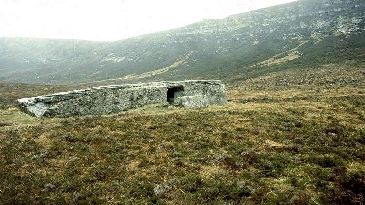 مقابر جماعية من العصر الحجري تكشف أدلة مثيرة عن تسونامي